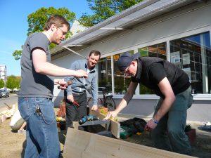 Alles neu macht der Mai – viele Aktive helfen beim Putz- und Werktag im Quartierladen