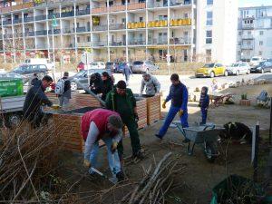 Erfolgreiche Hochbeet-Aktion auf dem Quartierplatz – Neugestaltung ist geglückt!