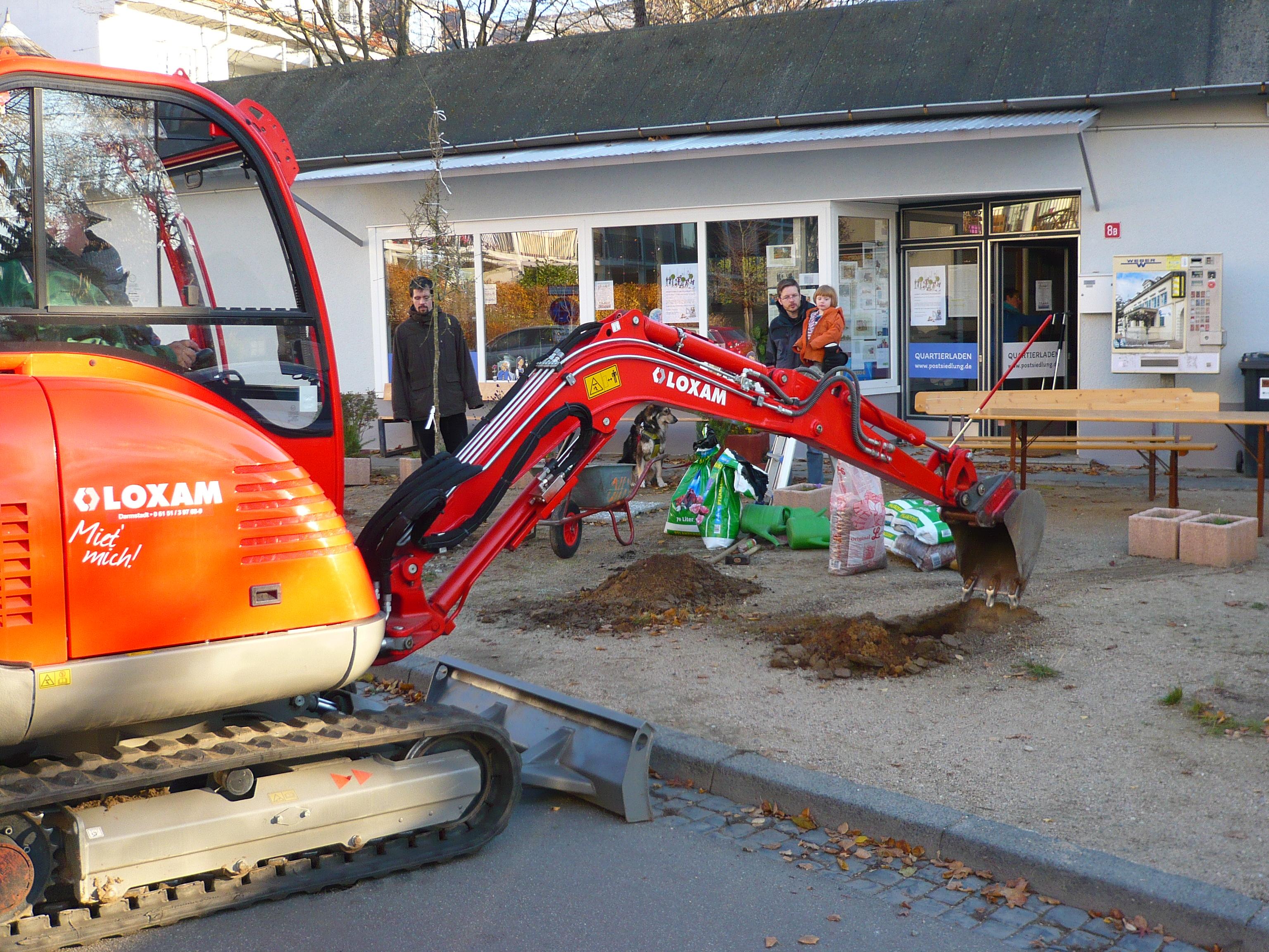 Sechs neue Wildobstbäume für die Postsiedlung / Quartierplatz weiter aufgewertet