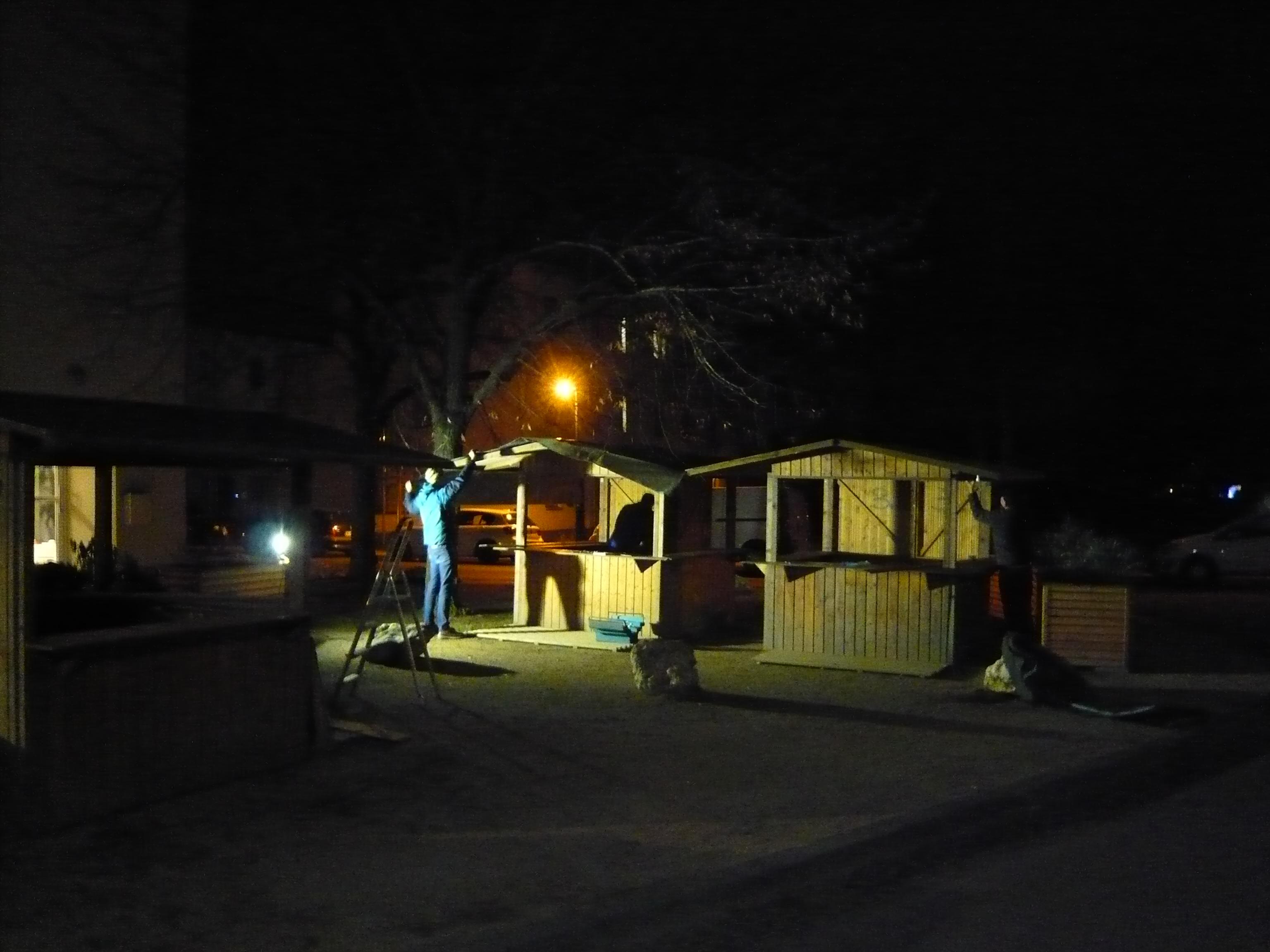 Kleinster Weihnachtsmarkt Darmstadts in der Postsiedlung – der Aufbau ist geschafft…