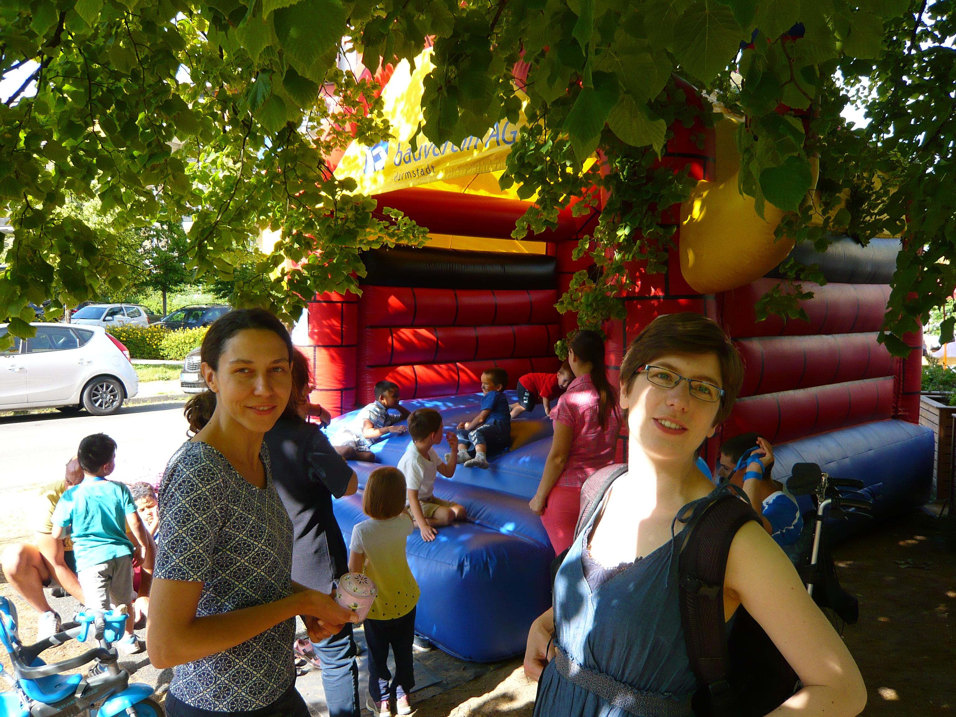 Postsiedlungs-Sommerfest bei blauem Himmel und Sonnenschein…