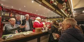 Benefiz-Glühweinverkauf mit vielen Promis für uns auf dem Darmstädter Weihnachtsmarkt!