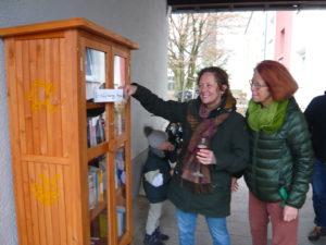 Neuer Bücherschrank für die Postsiedlung eingeweiht…