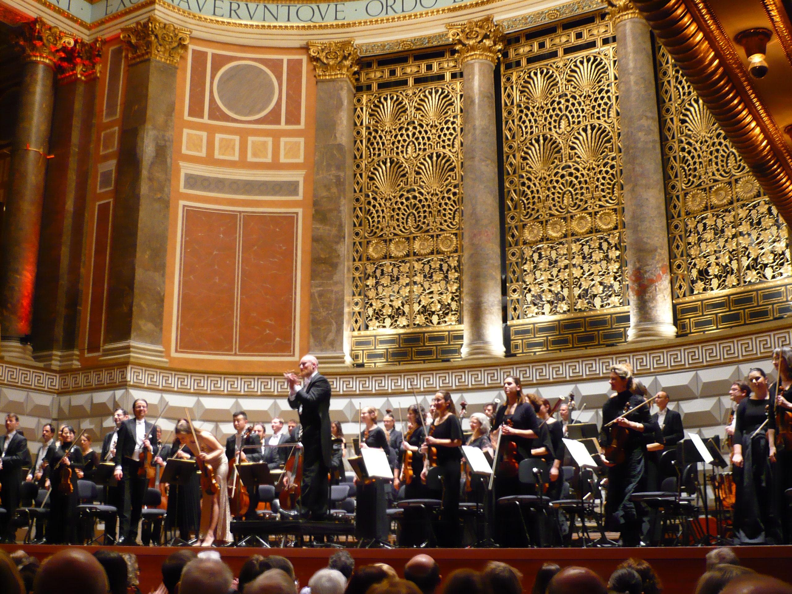 Phantastisches Finale der Echo hilft! – Aktion mit der Deutschen Philharmonie Merck im Kurhaus Wiesbaden