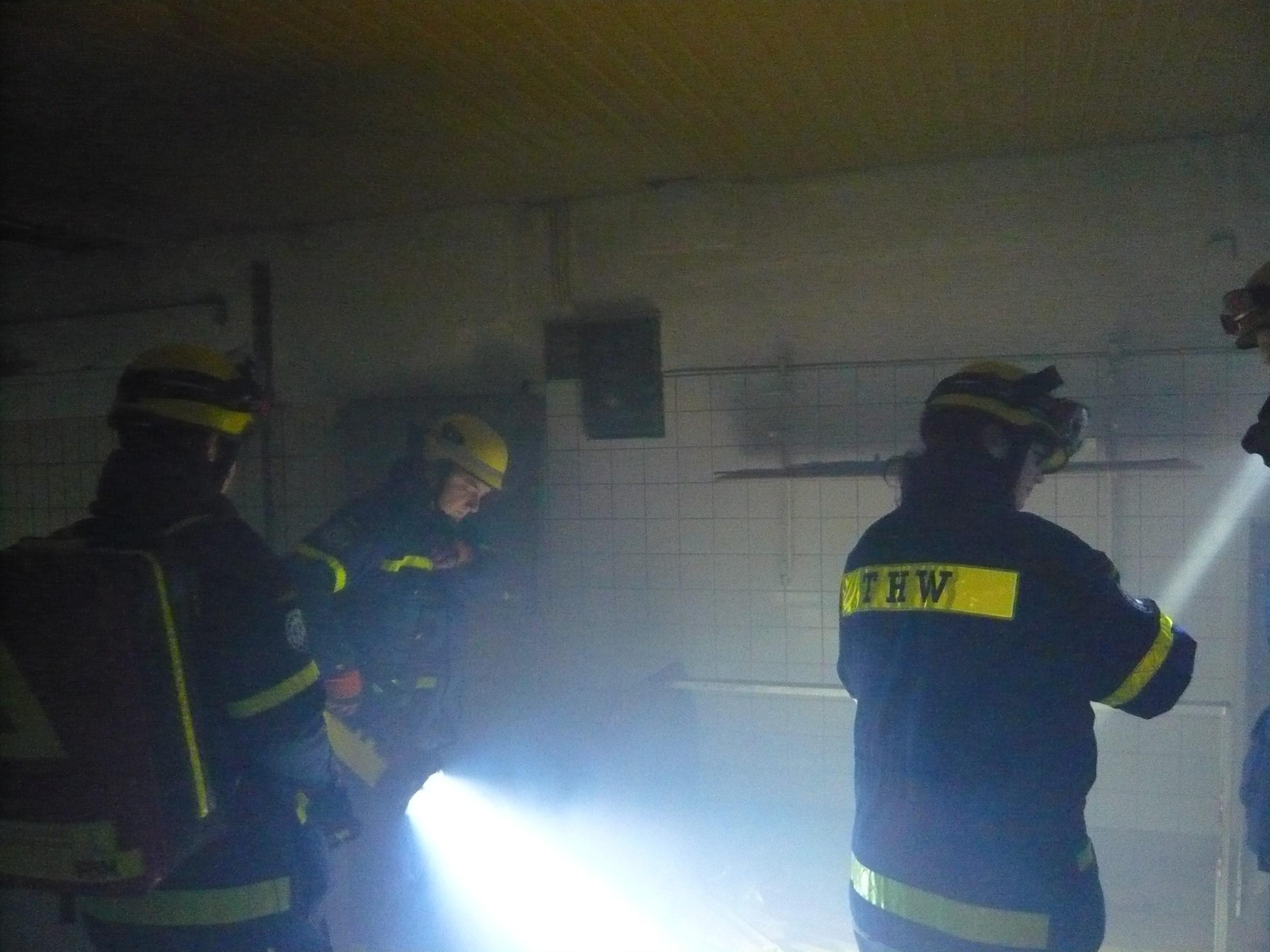 Umsonstladen: THW-Übung schafft Freiraum in ehemaliger Bäckerei