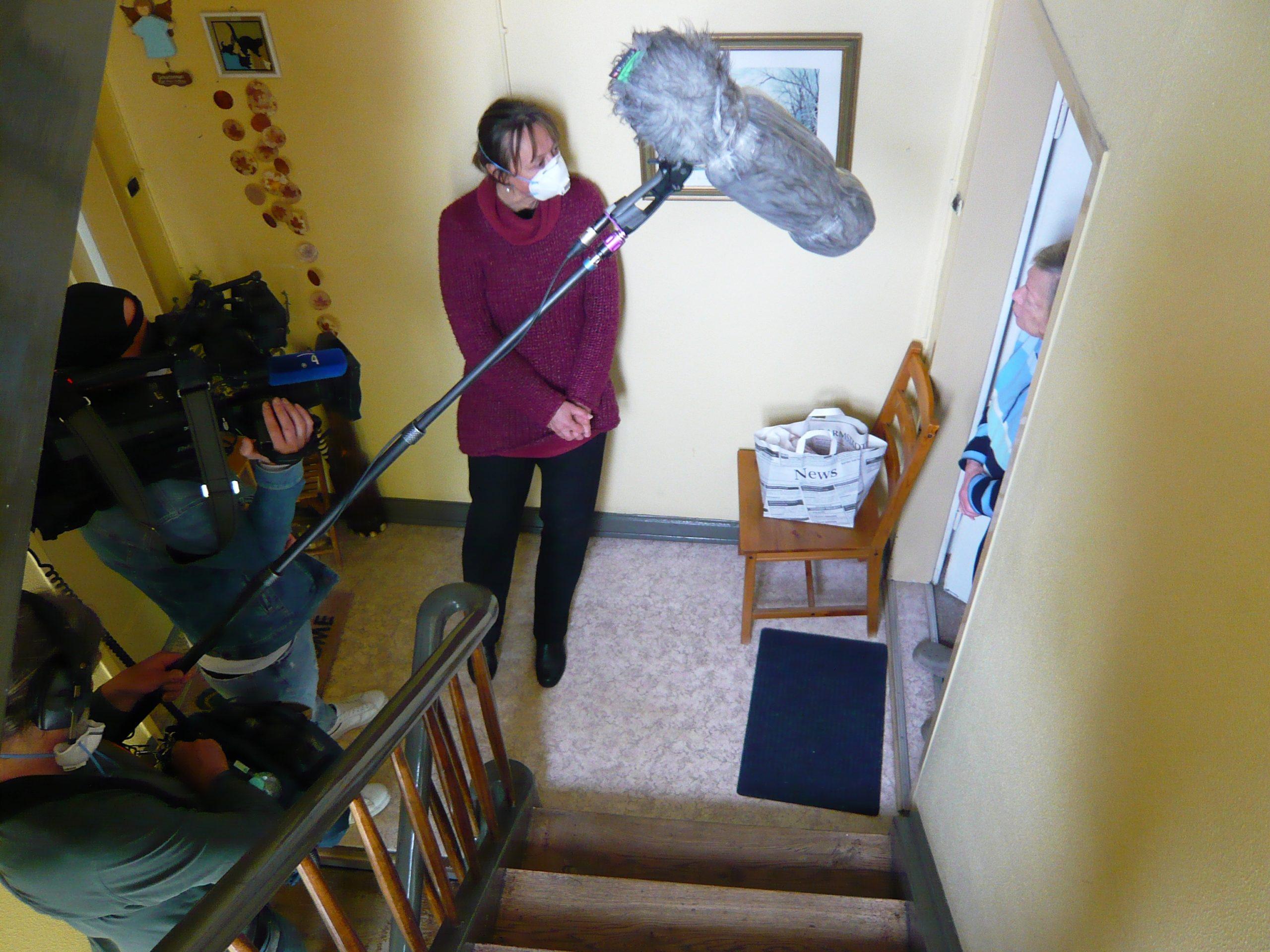 """ARD-Team filmt bei uns in der Postsiedlung für Dokumentation """"7 Tage Solidarität"""""""