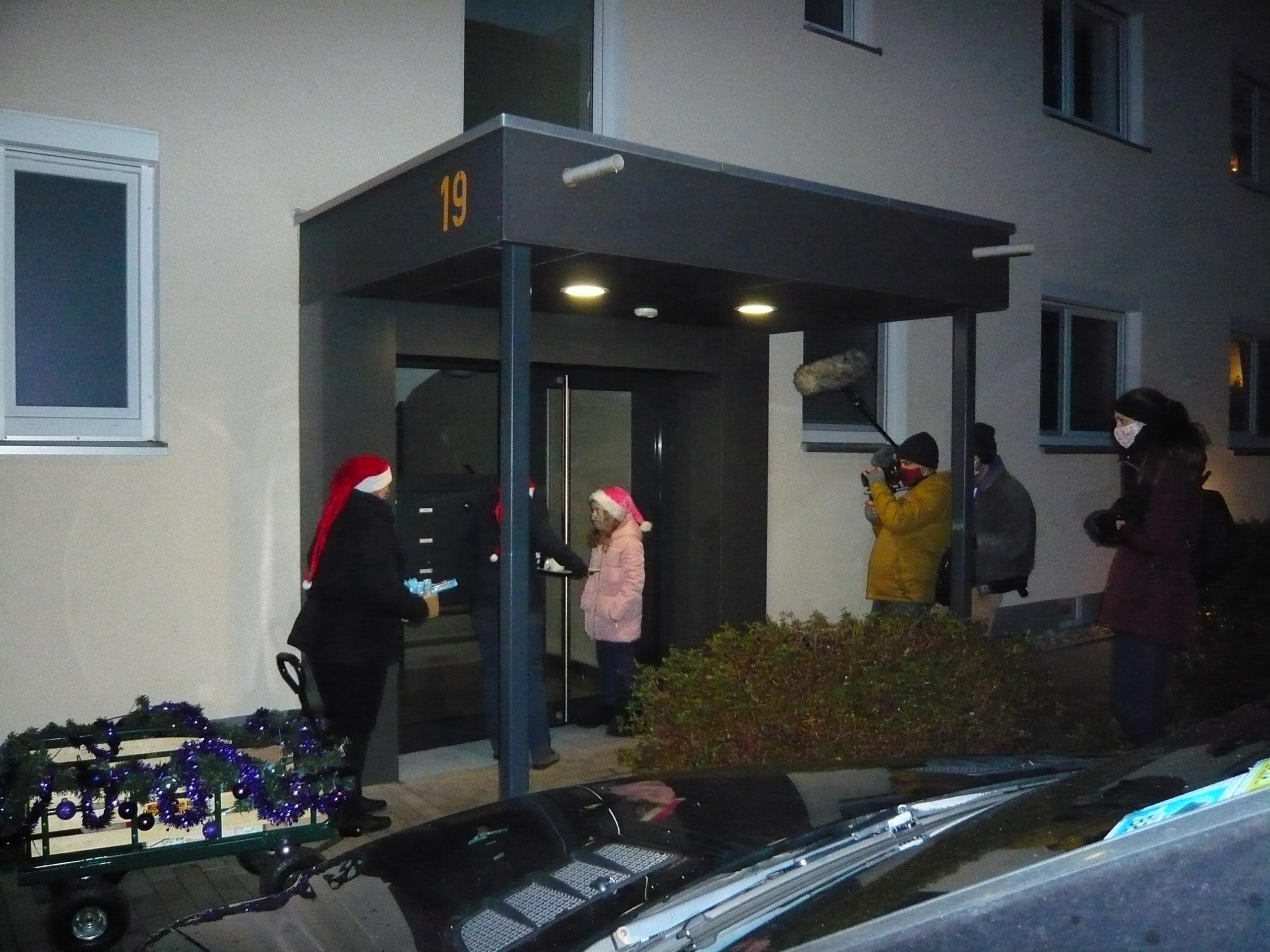 Postsiedlung: Mobiler Weihnachtsmarkt bringt zu Corona-Zeiten festliche Stimmung vor die Haustüre