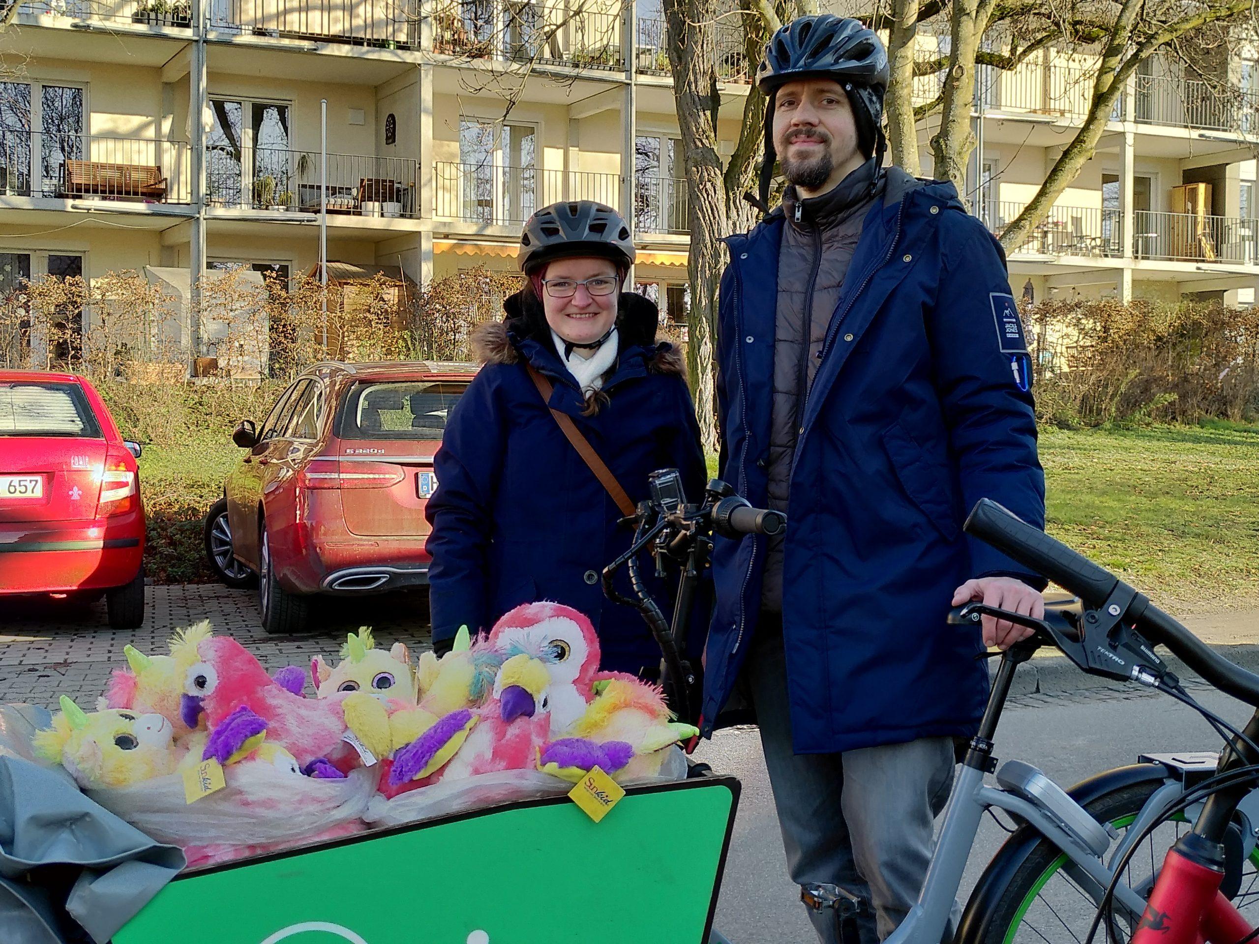 """Umsonstladen: Acht """"Einhorn-Expresse"""" mit Lastenrad und Co. unterwegs zu Kids im Quartier…"""