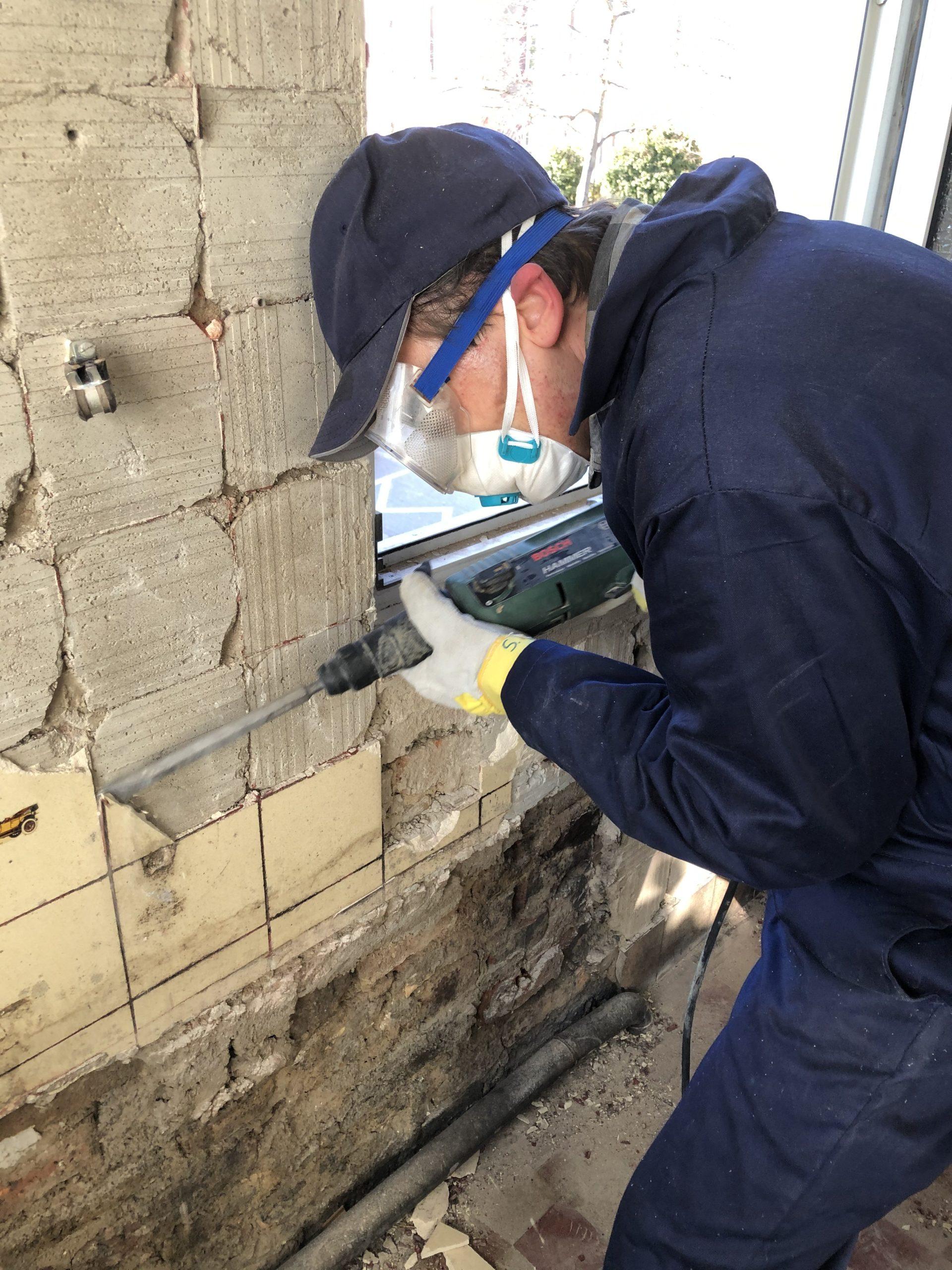 Umsonstladen: Sanierung im 1. Stock geht weiter – ehemaliges Bad der Bäckerei entkernt…