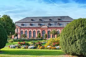 Read more about the article Neues Spaziergangs-Rätsel-Quiz: Es lockt die Orangerie…