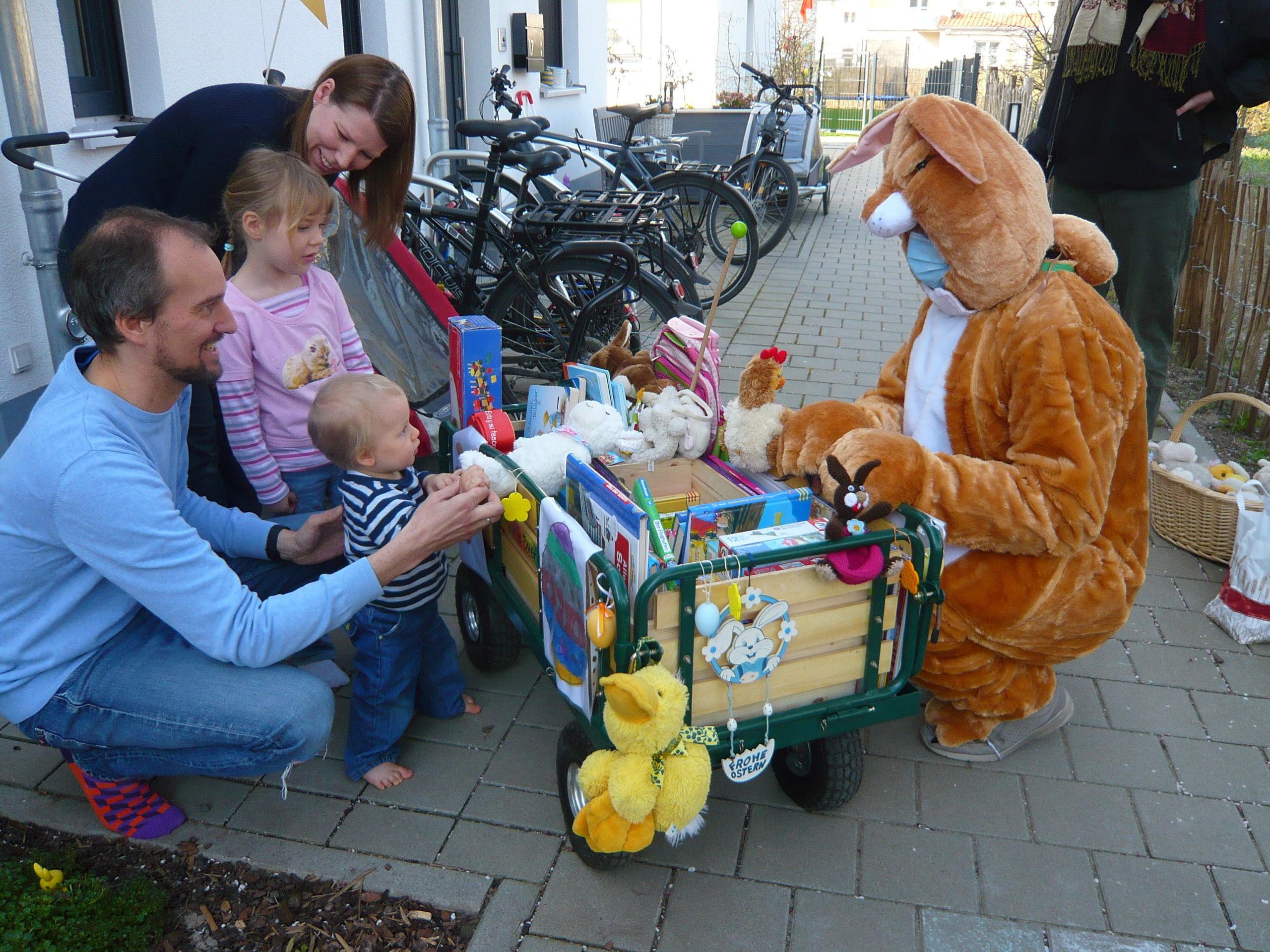 Ostern: Unser Umsonstladen-Osterhase hoppelt durch das Quartier…