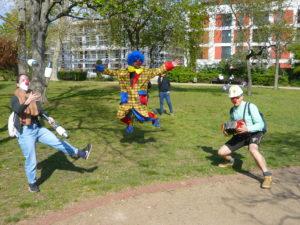 Umsonstladen: Mit Clown und Jonglage für gute Laune im Quartier
