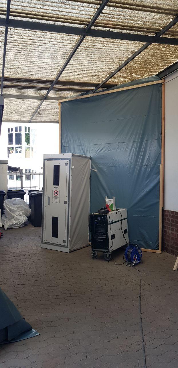 Umsonstladen: Großer Schritt in der Sanierung des Lagers – alte Asbestrohre sachgerecht entsorgt