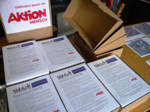 Read more about the article Soziale Hilfe: 5000 Flyer für neue Lese-, Schreib- und Rechenwerkstatt im Quartier verteilt!