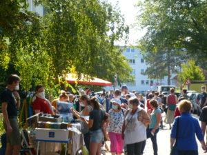 Read more about the article Quartiers-Flohmarkt: Lebendiges Stöbern in Straßen und Höfen – bei bestem Wetter…