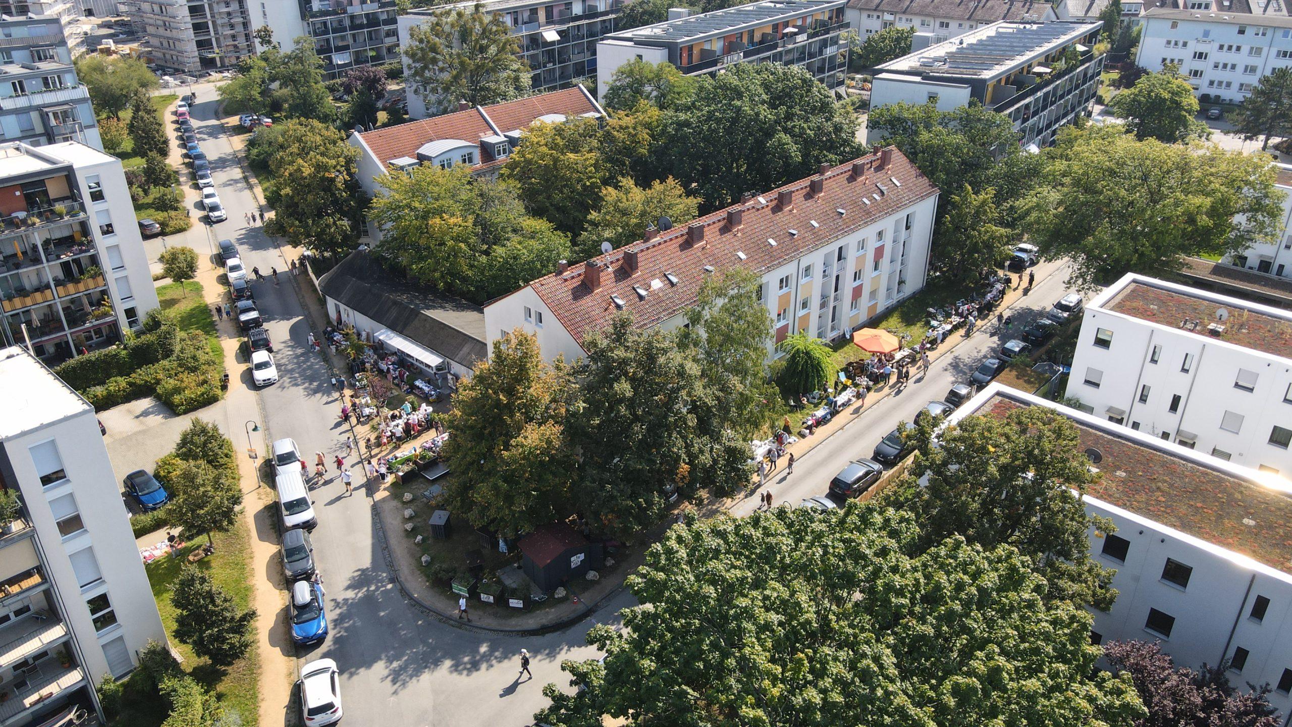 Read more about the article Postsiedlung: Tolle Luftaufnahmen vom Quartiersflohmarkt…