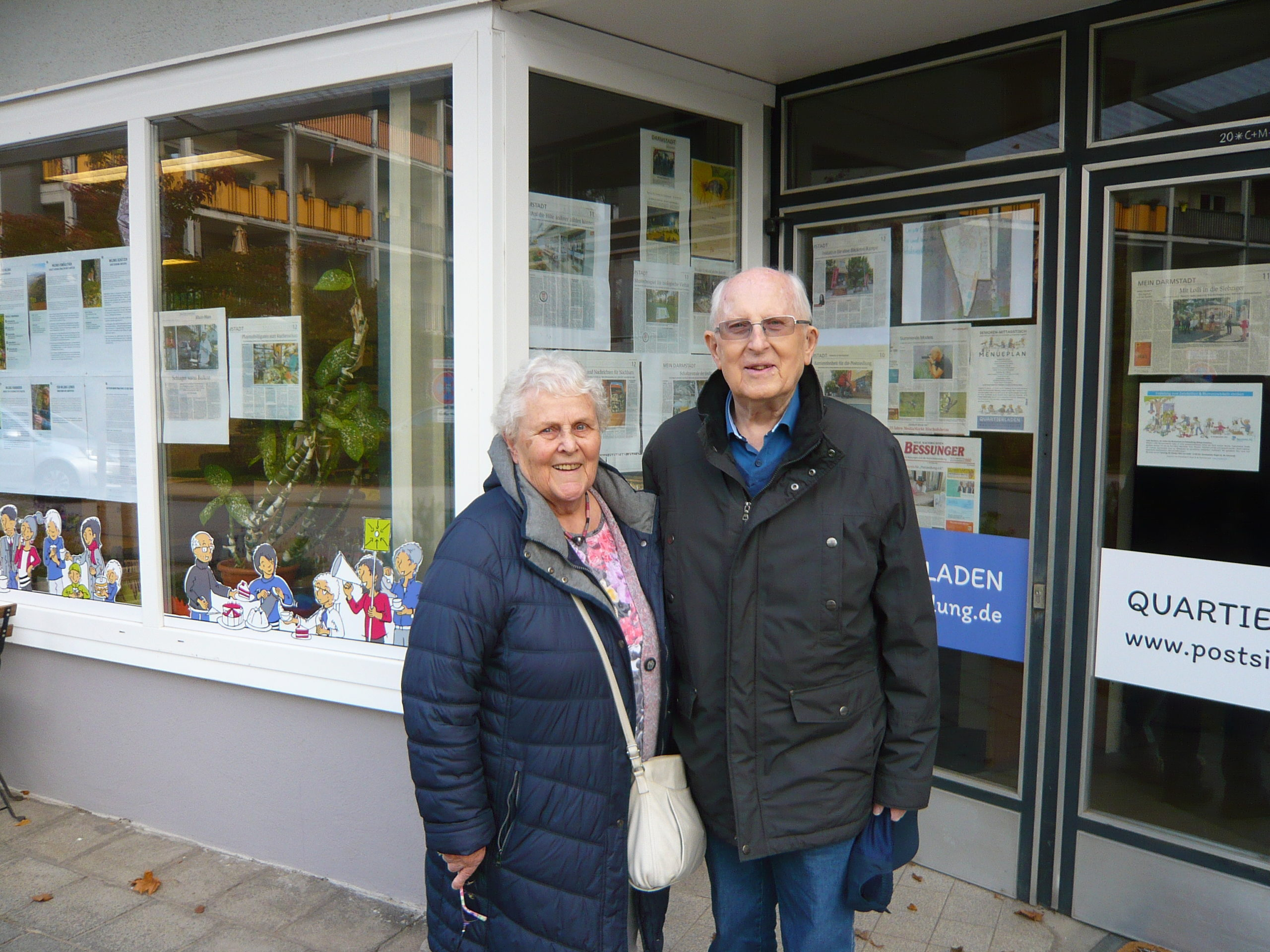 Read more about the article Historie: Besuch nach über 40 Jahren – erste BewohnerInnen in der Postsiedlung kehren an den Ort ihrer Kindheit zurück…